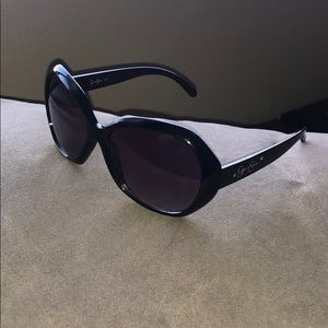 Jessica Simpson black sunglasses